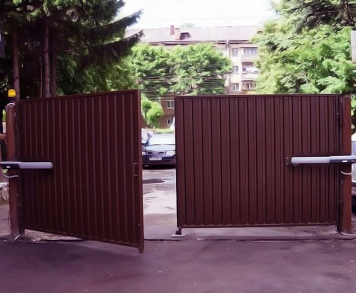 Распашные ворота: основные преимущества