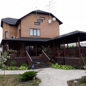 Из чего дешевле строить дом? Обзор лучших материалов, советы по их применению и сочетанию (145 фото)